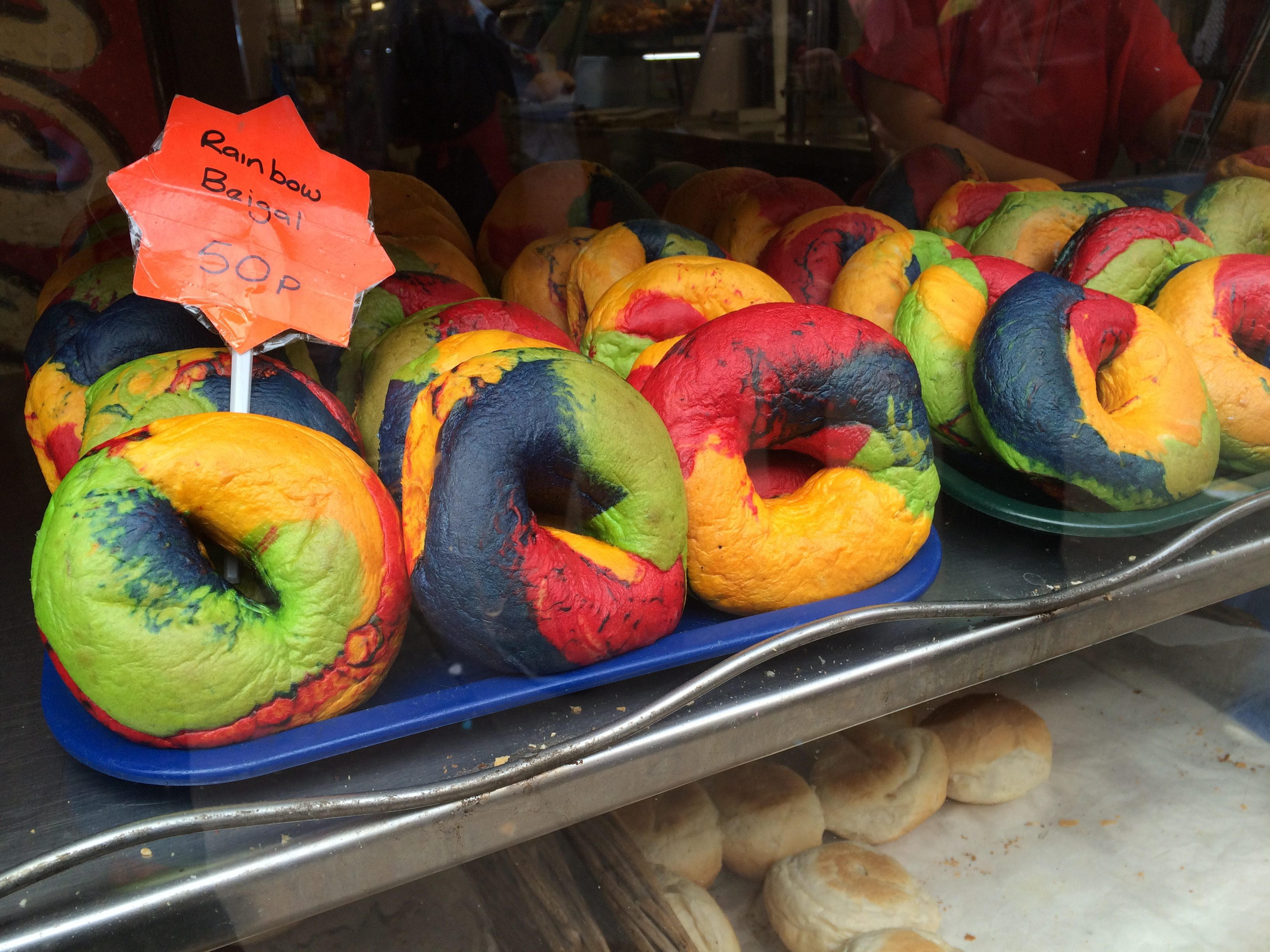 Where to find rainbow treats in London? Find out on www.ayewanderful.com. Rainbow croissants, rainbow cupcakes and Rainbow bagels.