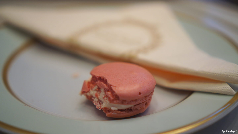 Looks & Locations – Eating Macarons at Ladurée