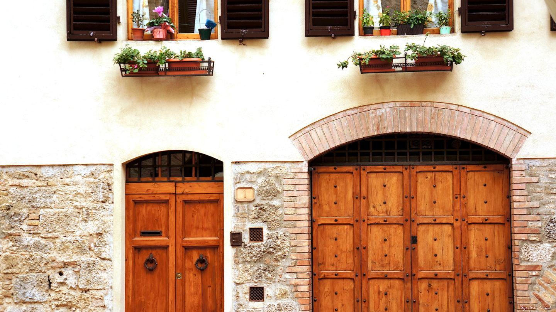 Exploring the Tuscan Town of San Gimignano, Italy